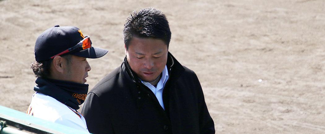 岩村さんと話す亀井