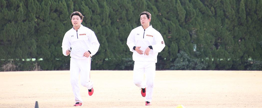 宮崎キャンプでランニングする高田と大江の同級生コンビ