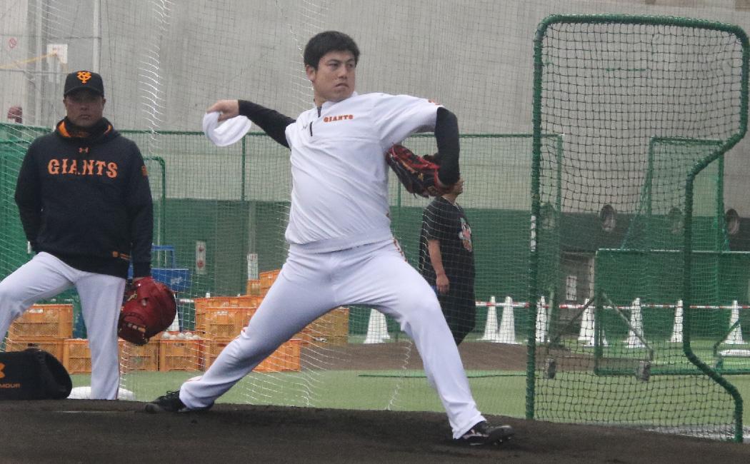 宮崎キャンプ、木の花ドームでシャドーピッチングをする西村健太朗。今年は1軍で雄姿を見られなかった。