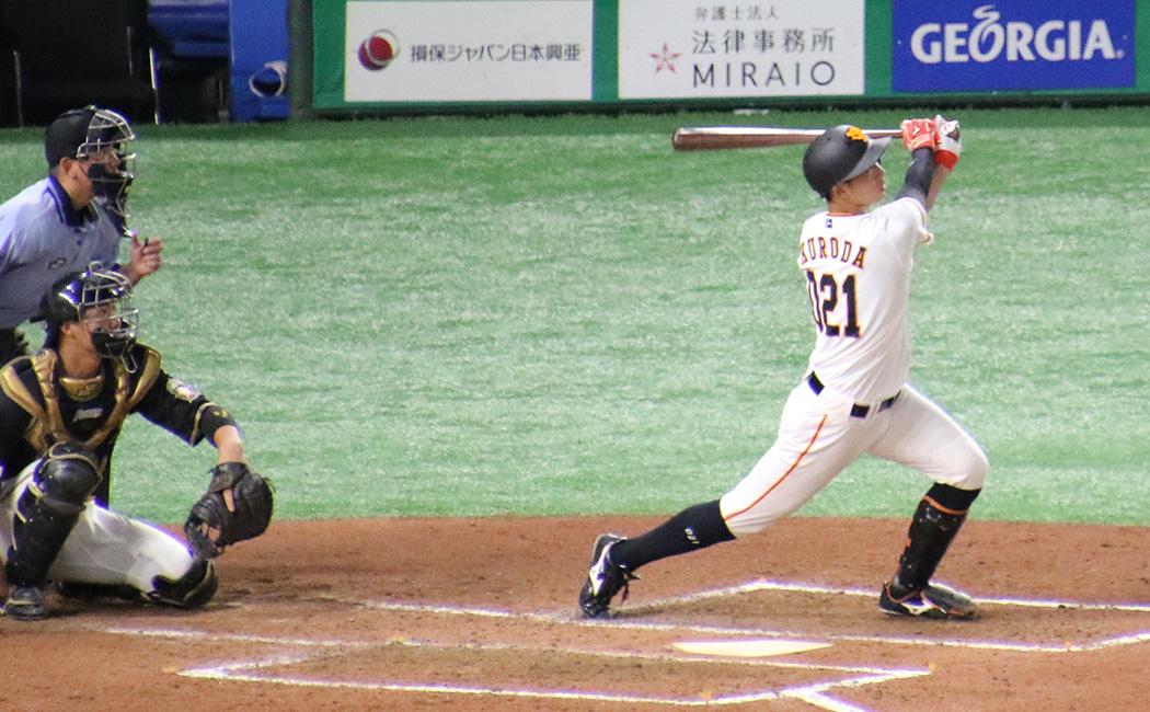 高卒1年目、育成の黒田響生。細身の体ながら強いスイングをする選手だ。